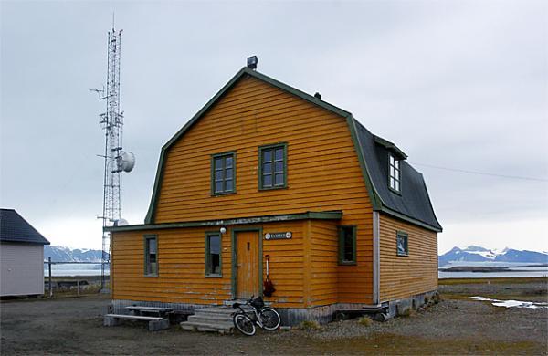 NY-Alesund,-la-casa-di-Amundsen.jpg